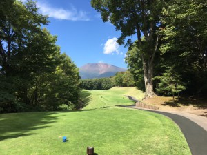 浅間山とゴルフ場