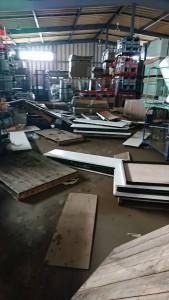 倉庫被災状況